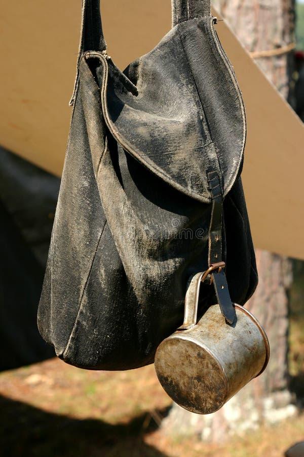 Mochila y taza de la guerra civil fotografía de archivo libre de regalías