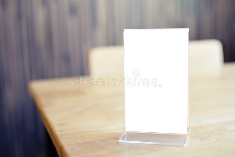 Mock up Menu frame stojący na stoliku w kawiarni Bar Restauracja spacja dla tekstu fotografia stock