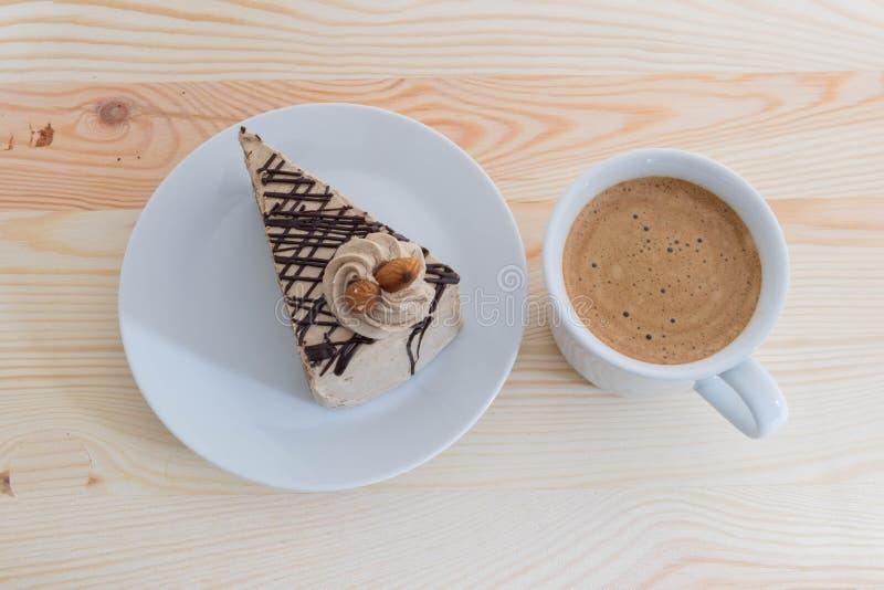 Mockakaka med mandeln och kaffe - mockakaffekaka med almon royaltyfria bilder
