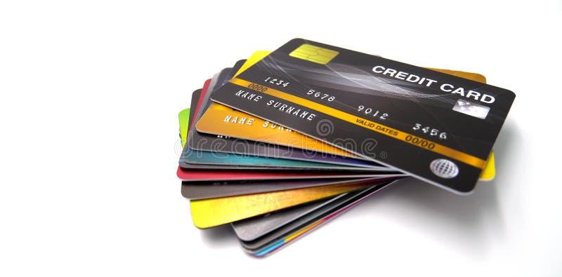 Mockup carta di credito, metodo di pagamento diffuso con carta in plastica e carta truffata, chiuso e isolato su fondo bianco fotografia stock
