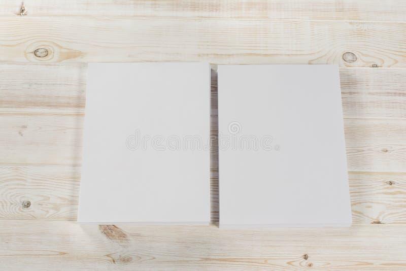 Mockup magazyn, plakat, broszurka lub ulotka odizolowywający na białym tle, fotografia stock