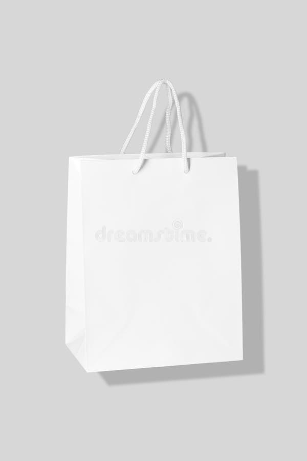Mockup odizolowywający na Szarym tle papierowa torba na zakupy zdjęcia royalty free