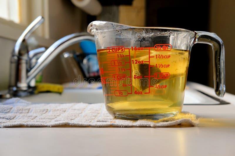 Moczyć zielonej herbaty torbę fotografia royalty free