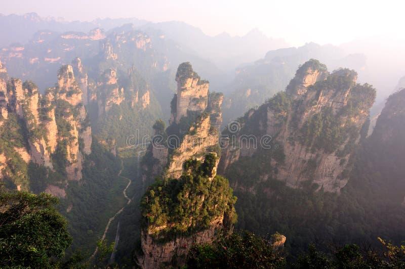 Moczy kamienną górę przy Zhangjiajie fotografia royalty free