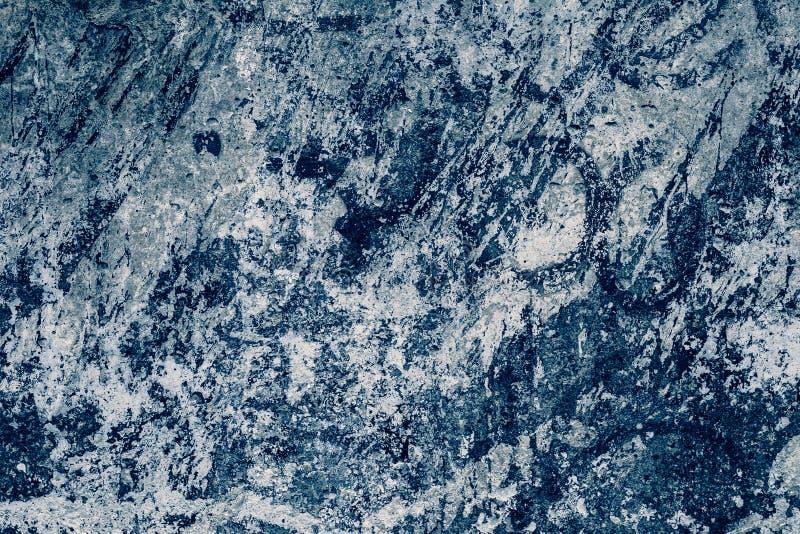 Modèle abstrait sur le fond bleu-foncé de mur de granit Texture de papier de cru, architecture Marbrez la texture de mur Fond mod photographie stock