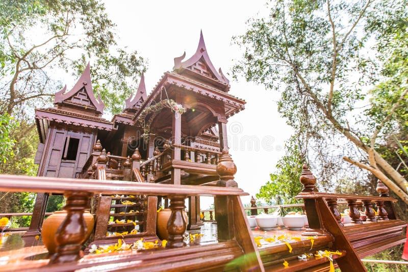 Modèle antique de style de maisons thaïlandaises foreshorten photos stock