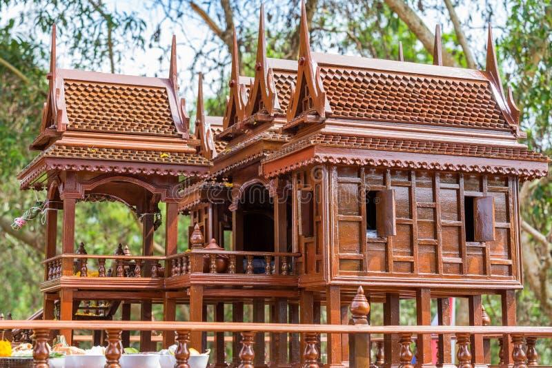 Modèle antique de style de maisons thaïlandaises foreshorten images libres de droits