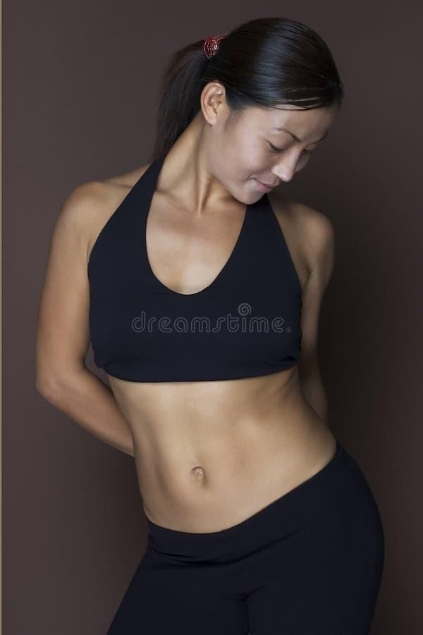 Modèle asiatique de forme physique images stock