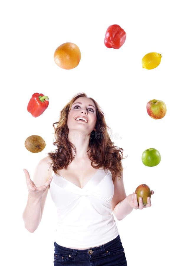 Modèle avec des fruits et légumes photos libres de droits