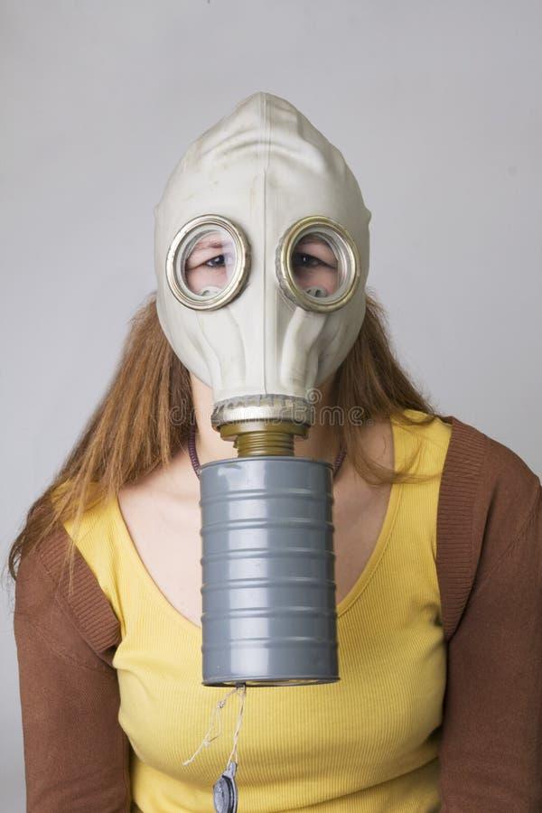 Modèle avec le masque de gaz photographie stock libre de droits