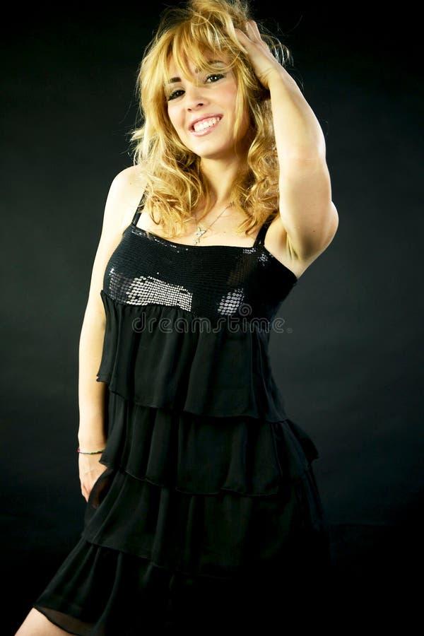 Modèle blond magnifique avec le sourire étonnant de yeux image libre de droits