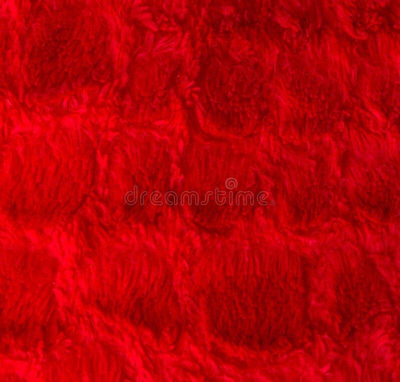 Modèle carré rouge-foncé sur une macro texture de plan rapproché d'oreiller velu mol grande pour le fond de valentine photo stock