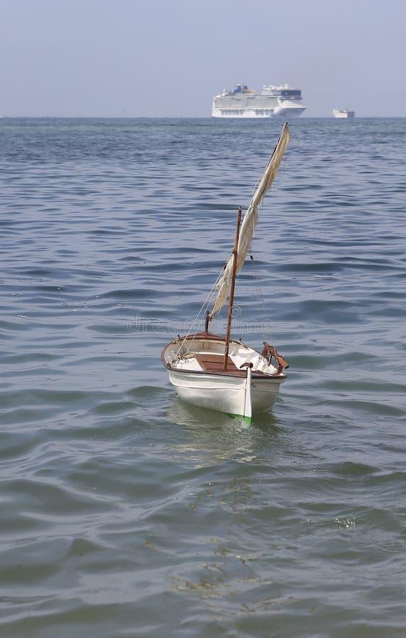 Modèle commandé par radio de bateau d'antiquité de voile de Lateen photo stock