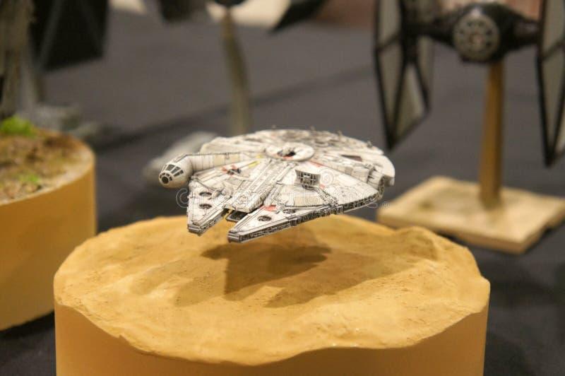 Modèle d'échelle de vaisseau spatial de faucon de millénaire des films de concession de Star Wars photos stock