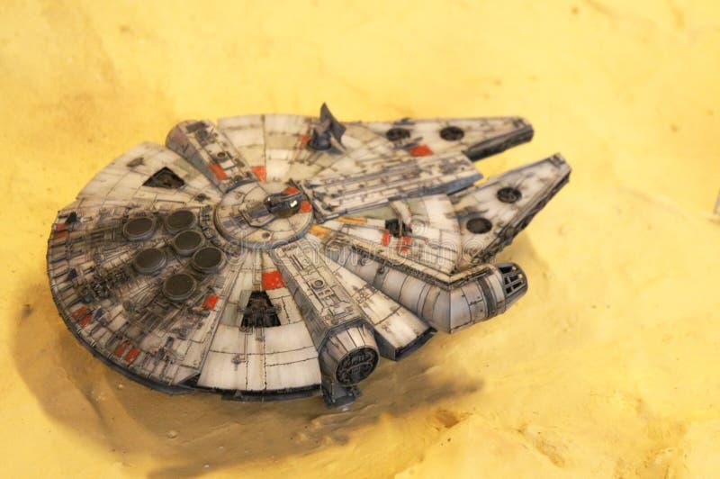 Modèle d'échelle de vaisseau spatial de faucon de millénaire des films de concession de Star Wars photographie stock libre de droits