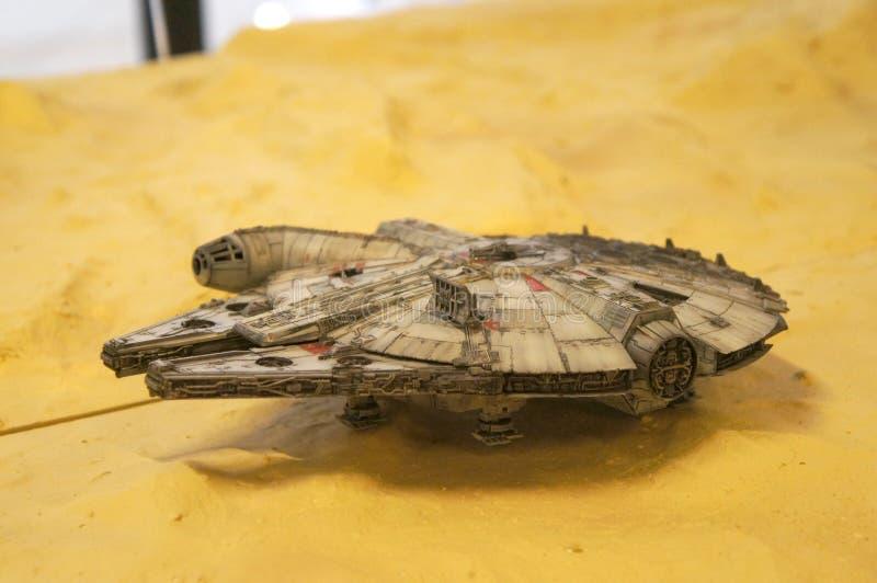Modèle d'échelle de vaisseau spatial de faucon de millénaire des films de concession de Star Wars photo stock