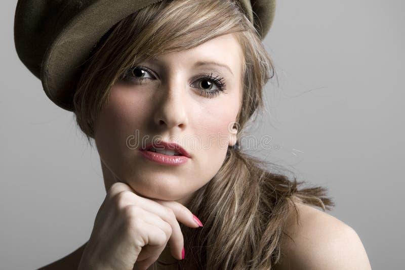 Modèle d'adolescent dans le chapeau photos stock