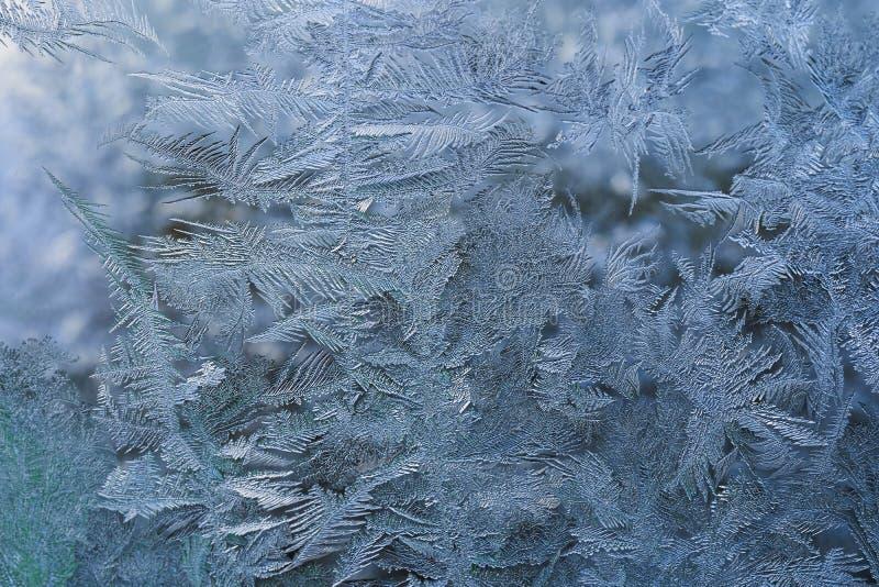 Modèle d'hiver des cristaux de glace sur le verre images libres de droits