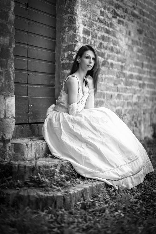Modèle dans la robe de mariage photos libres de droits