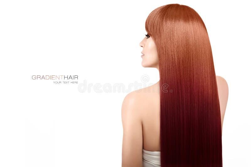 Modèle de beauté avec de longs cheveux magnifiques de gradient Coloration de cheveux technique images libres de droits