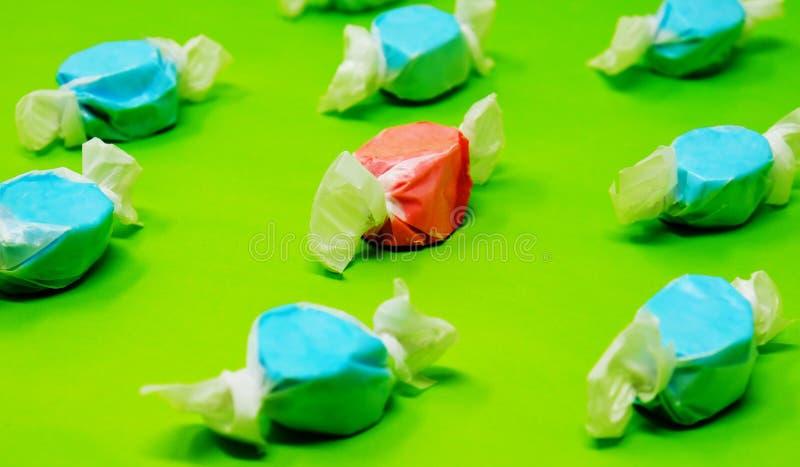 Modèle de bonbon au caramel à eau de mer, diversité en couleurs photos libres de droits