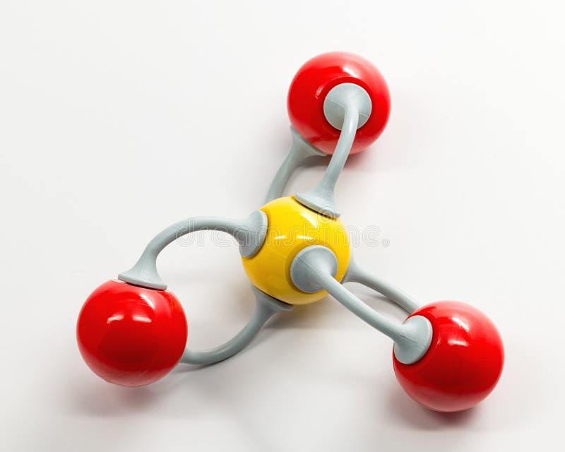Modèle de chimie de trioxyde de soufre de la molécule il appartient aussi photographie stock libre de droits