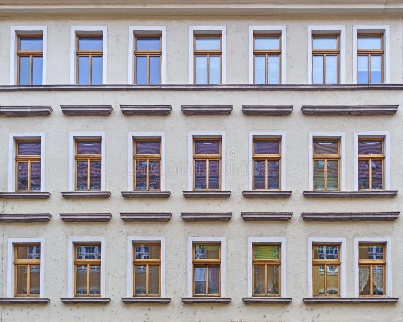 Modèle De Fenêtres De Façade De Maison De Vintage Image Stock