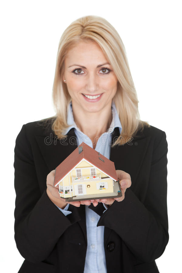Modèle de fixation de femme d'affaires d'une maison photo stock