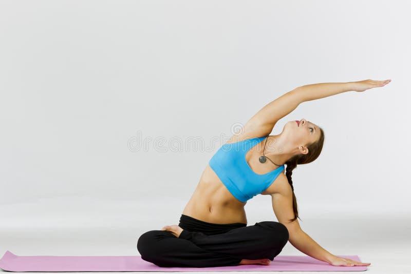 Modèle de forme physique de yoga image stock