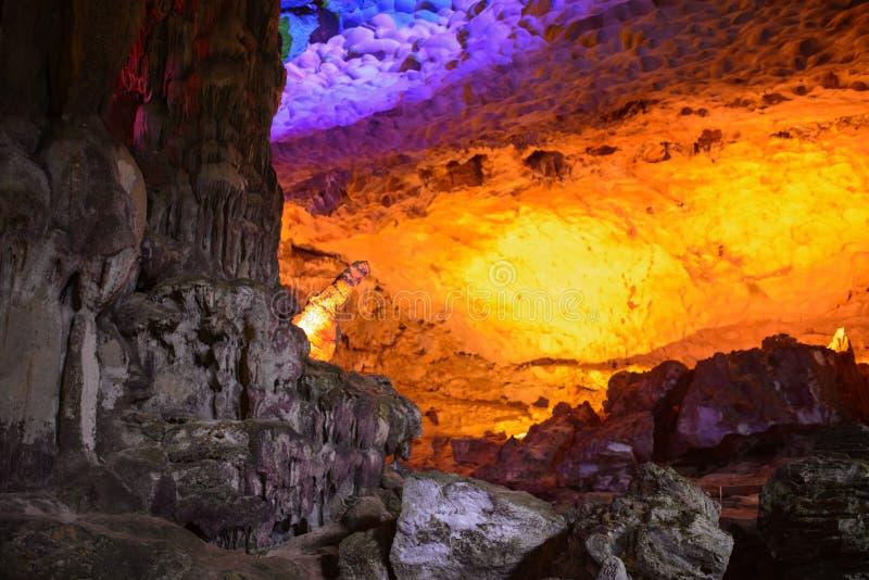 Modèle de jaune de Thien Cung Cave Heavenly Palace Cave image stock
