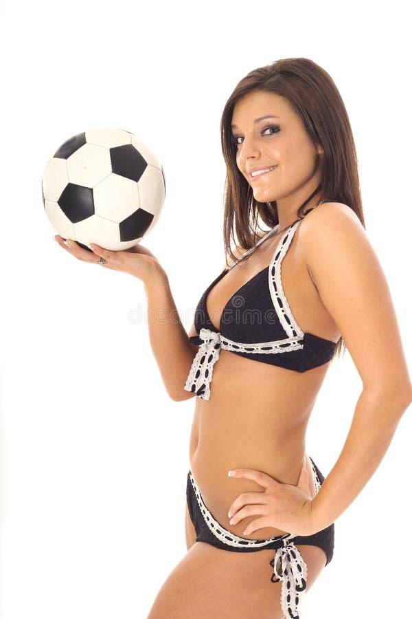 Modèle de latino du football de maillot de bain photographie stock libre de droits