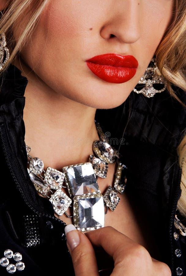 Modèle de mode avec le bijou de luxe image stock