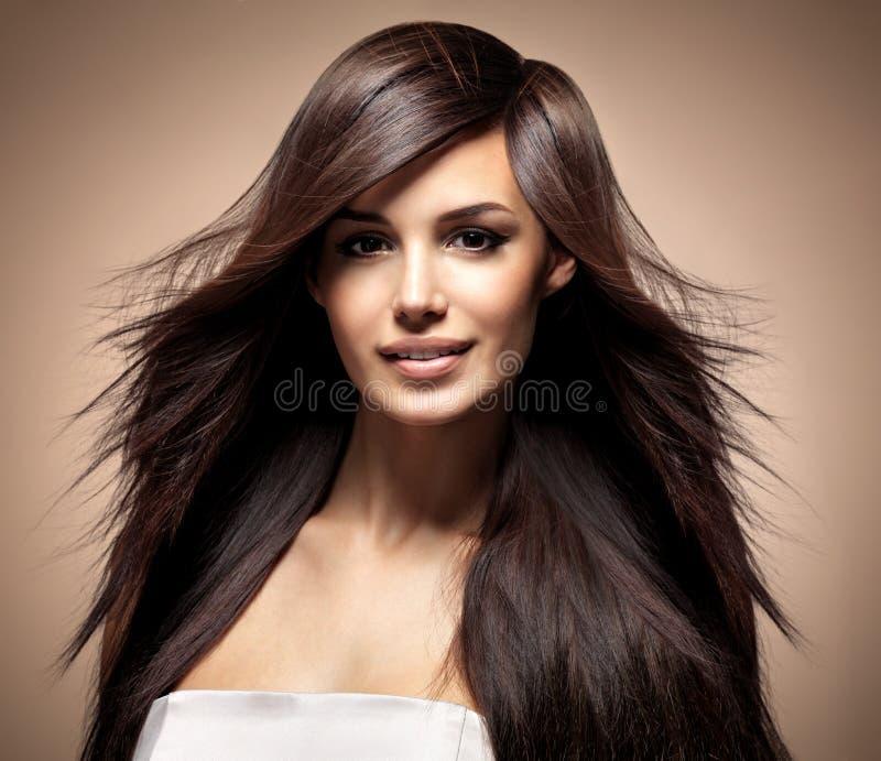 Modèle de mode avec le long cheveu droit photo libre de droits