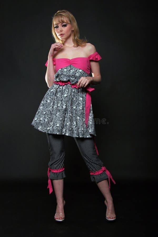 Modèle de mode blond dans la robe photo libre de droits