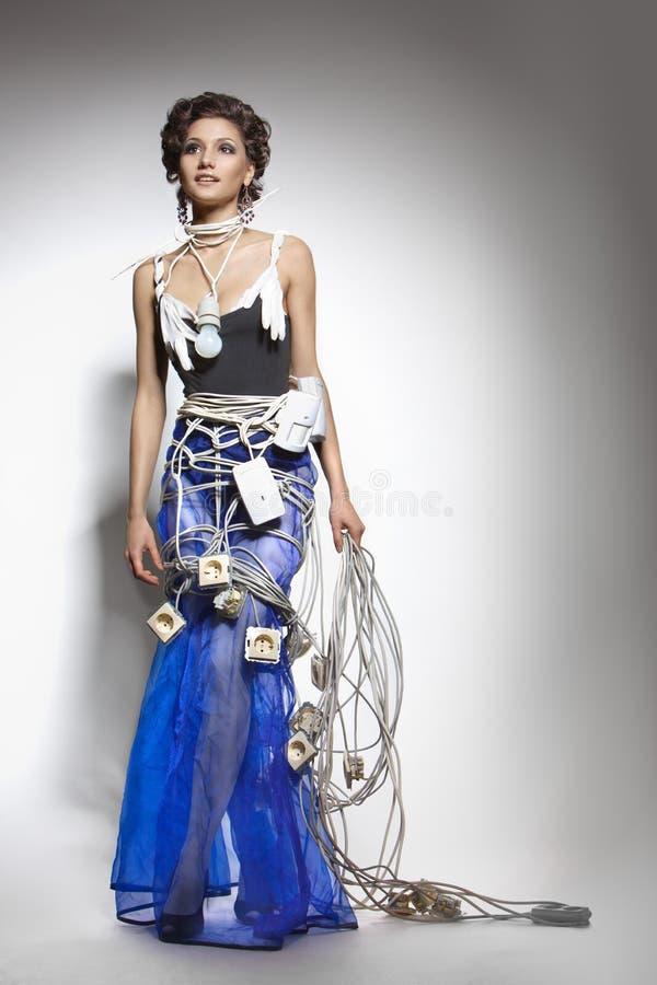 Modèle de mode dans un costume exceptionnel des fils photo libre de droits