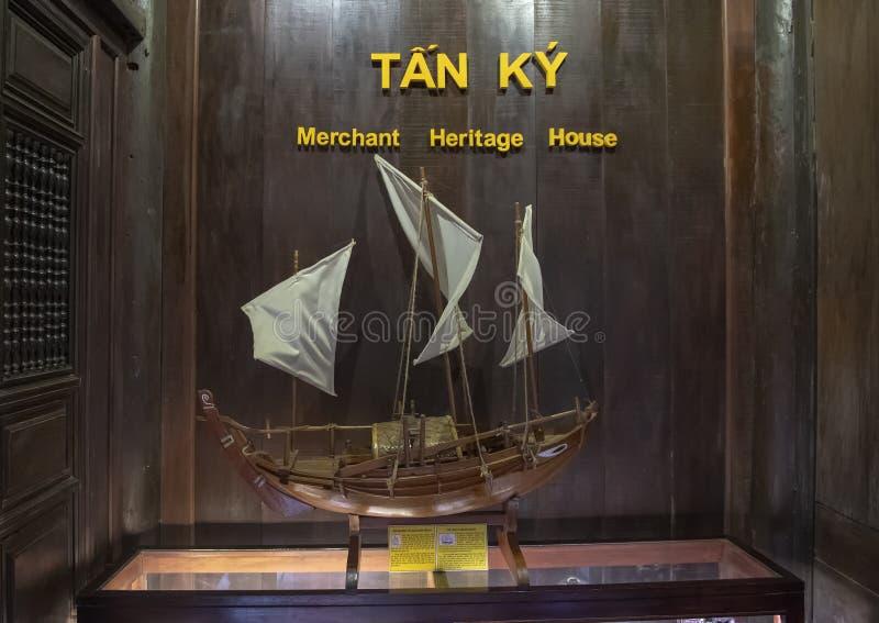 Modèle de navire de navigation dans Tan Ky Merchant House, Hoi An, Vietnam photo stock
