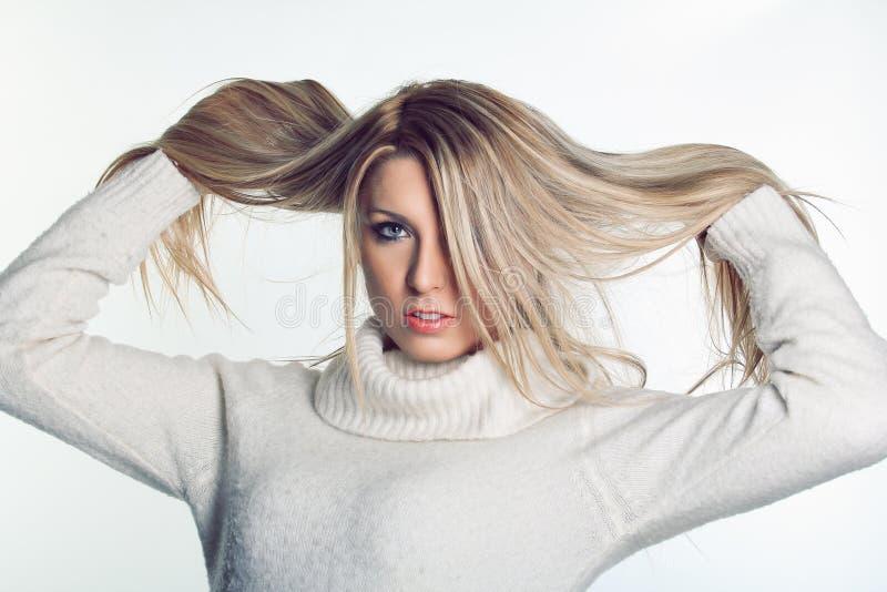Modèle de poils blonds photographie stock libre de droits