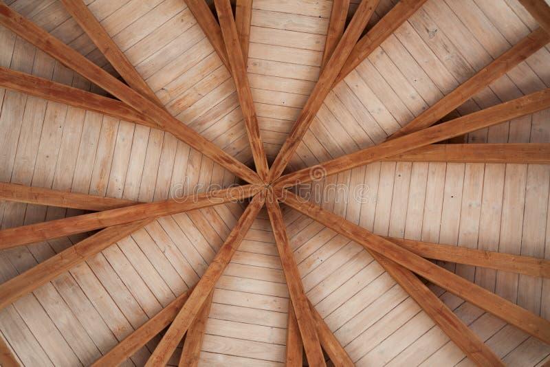 Modèle des conseils en bois sur le plafond images stock