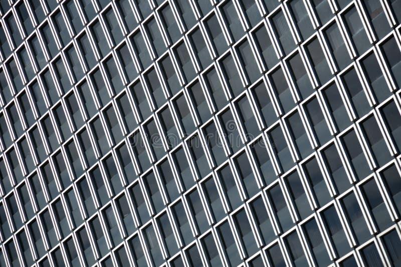 Modèle diagonal de Windows foncé rectangulaire avec les cadres blancs photographie stock libre de droits
