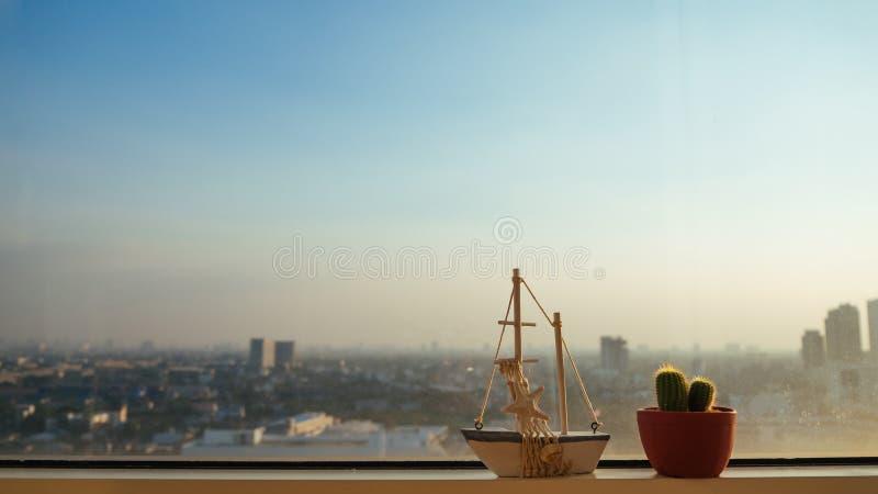 Modèle et cactus de voile images libres de droits