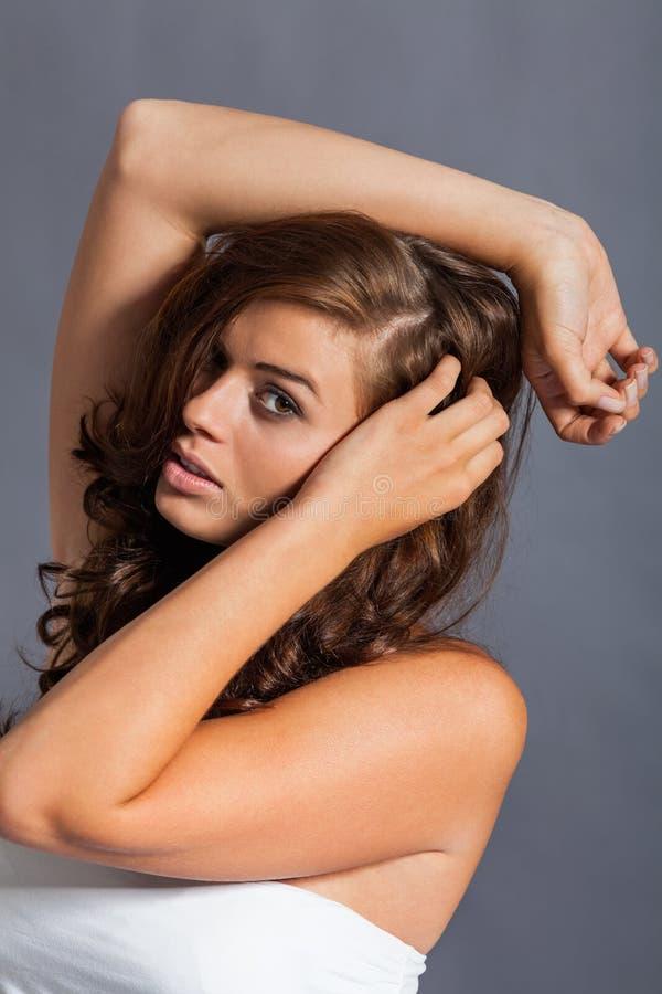 Modèle femelle dans la pose sexy photographie stock