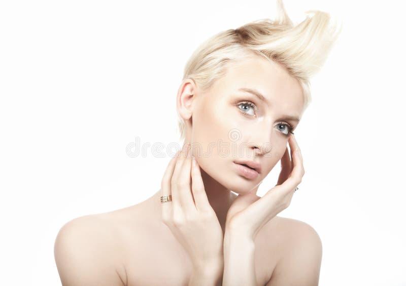 modèle femelle sur le fond blanc photo libre de droits