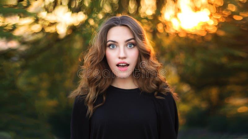 Modèle Girl d'adolescent étonné par beauté photos stock