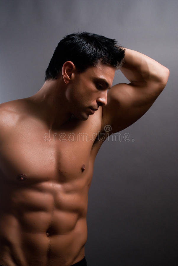 Modèle mâle de forme physique photographie stock libre de droits