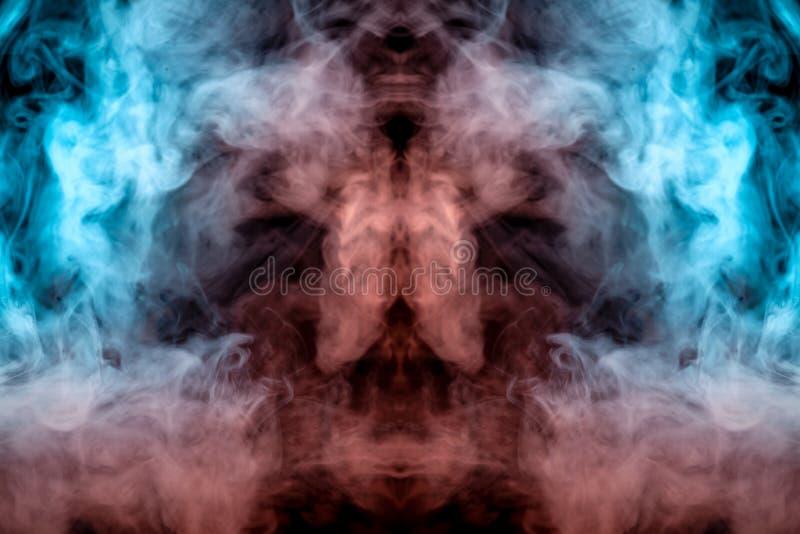 Modèle mystique de fumée colorée verte, bleue et rose sous forme de visage d'un fantôme avec de grands yeux et d'une bouche ouver illustration libre de droits