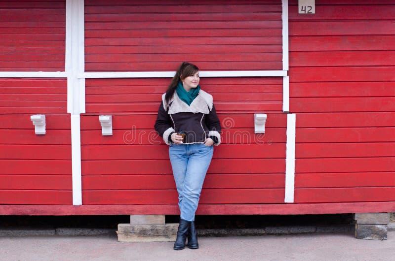 Modèle plus de taille dans le regard d'hiver photographie stock