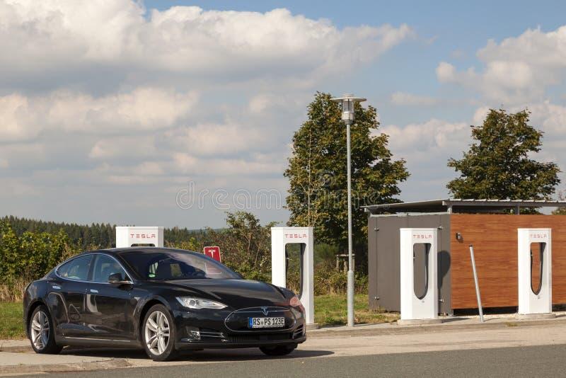 Download Modèle S De Tesla Au Surchauffeur Image stock éditorial - Image du énergie, véhicule: 77154119