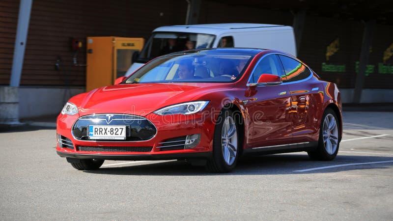 Modèle S Fully Electric Car de Tesla dans le mouvement photographie stock libre de droits