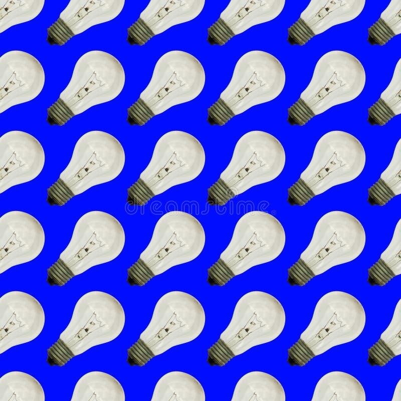 Modèle sans couture des ampoules de cru sur une couleur bleue image stock