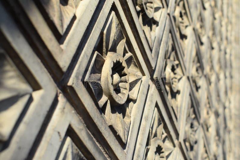 Modèle sculpté sur le bâtiment images libres de droits
